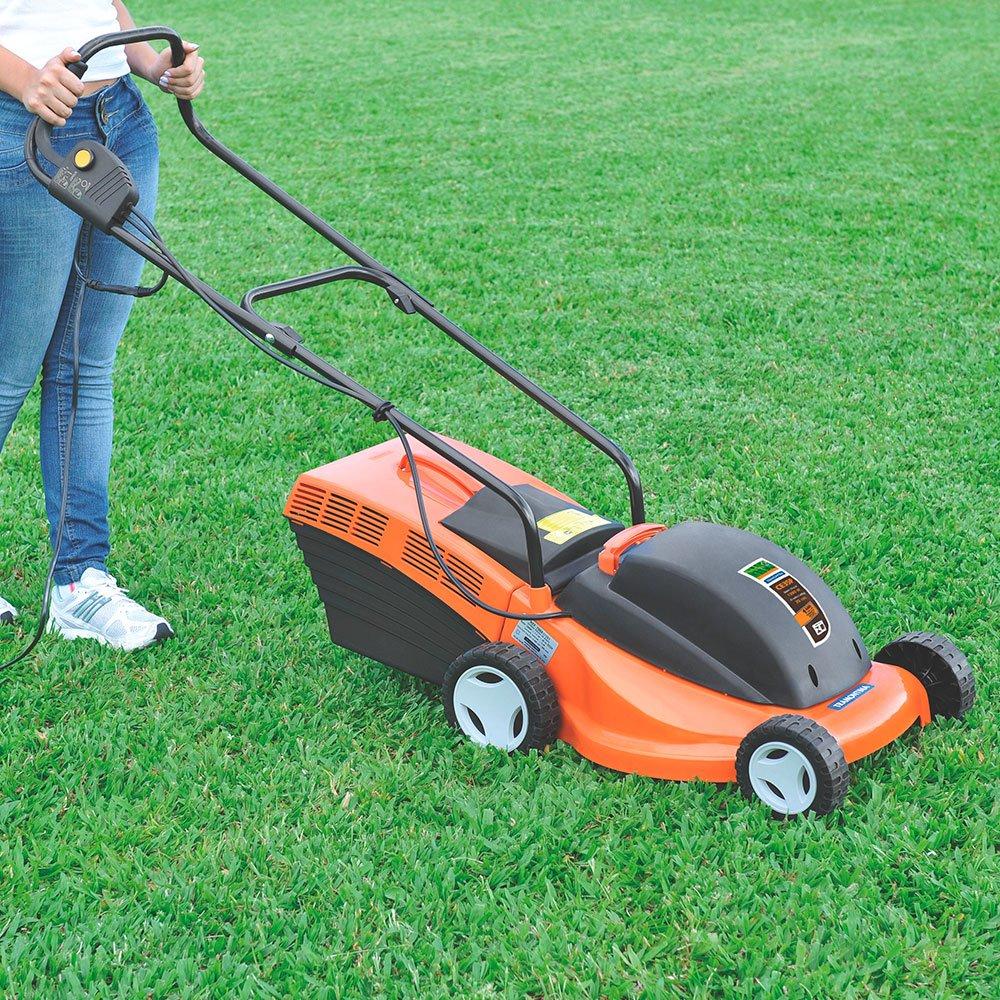 Cortador de grama com cesto coletor